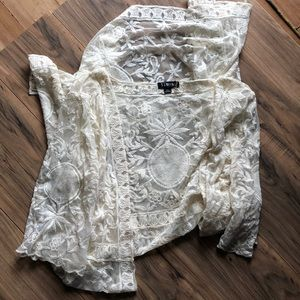 Timing sz M/L lace duster cream color appliqué